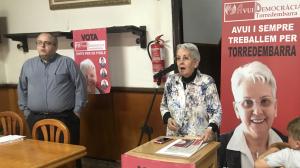 La candidata a l'alcaldia per Avui Democràcia, Rosa Maria Guasch, i el president del partit, Jordi Guasch, en l'acte d'aquest dijous.