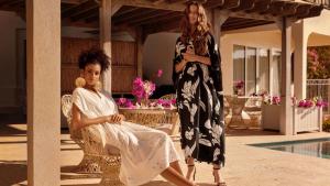 La edición limitada de verano de H&M es de caftanes y túnicas