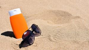 La OCU alerta de varias cremas fotoprotectoras que no tienen el grado de protección que dicen