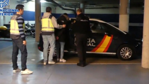 La Policía Nacional ha detenido a tres personas