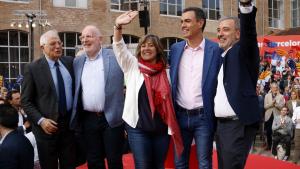 L'alcaldessa Núria Marin al costat del president Pedro Sánchez i altres líders socialistes