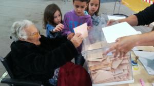 L'Amèlia de l'Arboç, de 107 anys, segueix votant perquè «durant molts anys va estar prohibit»