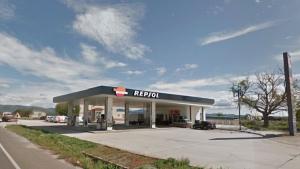 L'atracament s'ha produït a la gasolinera Repsol situada al pas de la carretera C-37 pel Pla de Santa Maria.