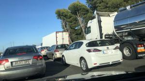 L'autopista AP-7 ha quedat col·lapsada en sentit nord, arran d'un accident múltiple
