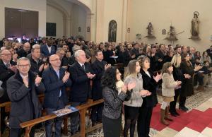 L'església de Figuerola s'ha omplert com mai. A la primera fila, les autoritats.