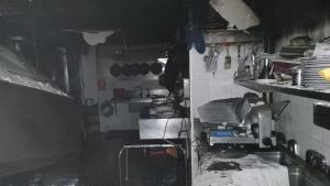 L'incendi ha afectat una fregidora i la campana extractora de la cuina