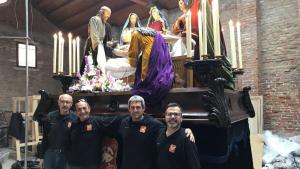 Membres del gremi de Marejants a Venècia amb el misteri del Sant Enterrament