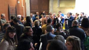Nombrosos alcaldes de la comarca van celebrar els resultats a la seu de Junts per Valls