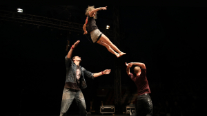 Pla general de tres artistes que van participar en l'edició 2018 del Deltebre Dansa