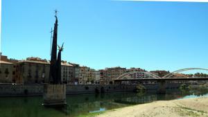 Pla general del monument franquista a Tortosa