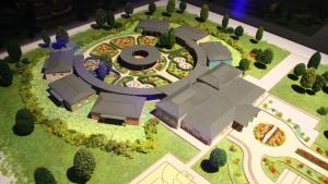 Pla mitjà de la maqueta del projecte PortAventura Dreams, que s'inaugurarà el setembre
