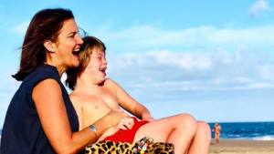 Samantha junto a su hijo modelo Roscón