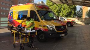 Sanitarios del SAMUR han atendido al herido en el lugar de los hechos