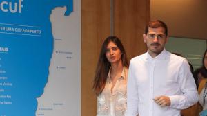 Sara Carbonero a la salida del hospital con Iker Casillas