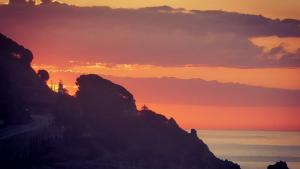 Sortida del sol aquest dissabte desde Calella. Diumenge podria tornar-se a repetir aquesta albada tan bonica