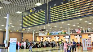 Turistes esperant per facturar a l'Aeroport de Reus