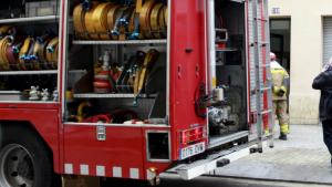 Un total de tres persones han perdut la vida en l'incendi d'un habitatge a l'Hospitalet