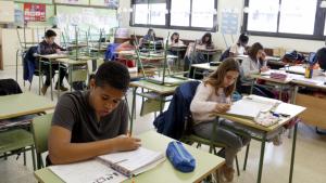 Una classe de l'escola Frederic Godàs, mig buida per la vaga del Dia de la Dona