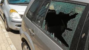 Vidre trencat del cotxe assaltat a la Part Baixa de Tarragona