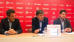 Virgili, Andreu i Fàbregas a la sala de premsa del Nou Estadi