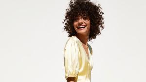 Zara incluyó vestidos de temporada en la sección de 'Special Prices'