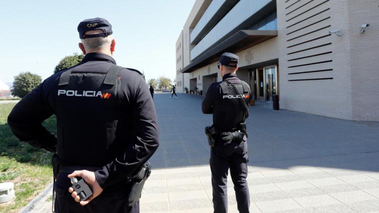Policia Nacional a les portes de l'Audiència de Castelló
