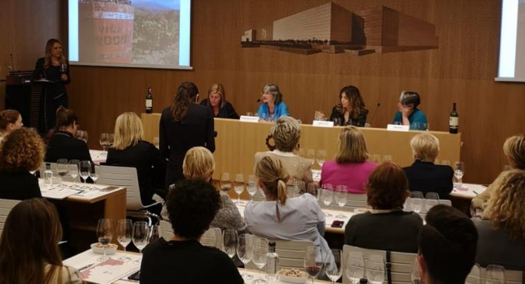 Dones del vi del segle XXI by Grau, es va fer a una de les sales de Vins i Licors Grau a Palafrugell