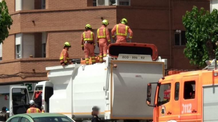 Els bombers han rescatat el peu de l'home que estava fracturat