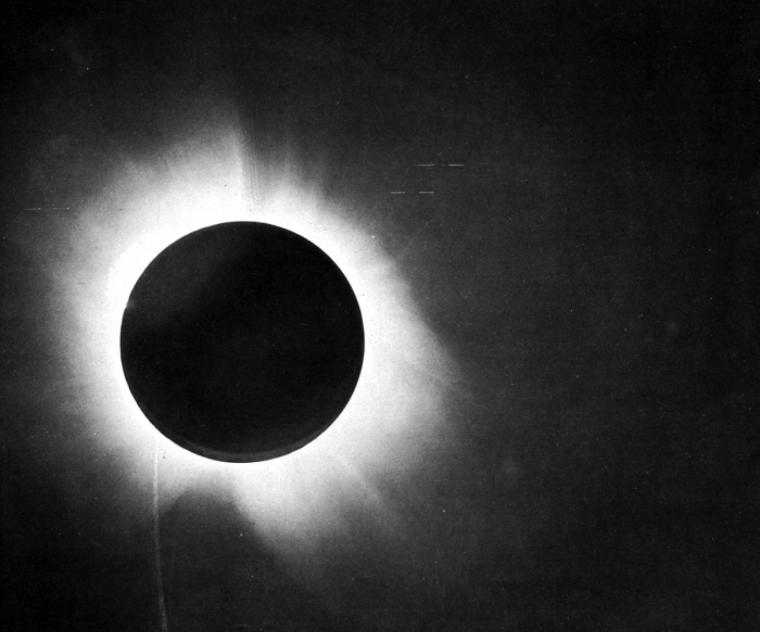 L'eclipsi de Sobral de 1919 en una de les fotografies d'Arthur Eddington