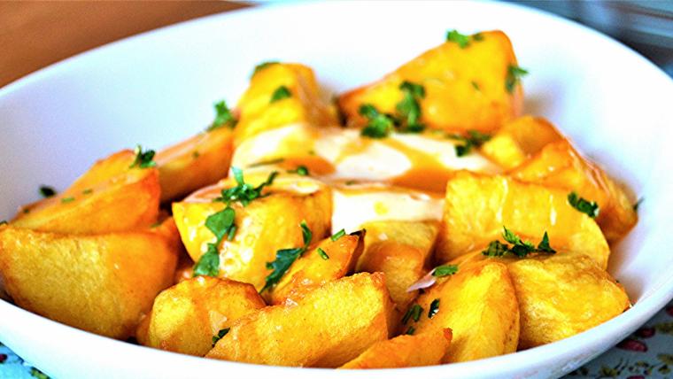 Les millors patates braves de Barcelona, segons Edu González