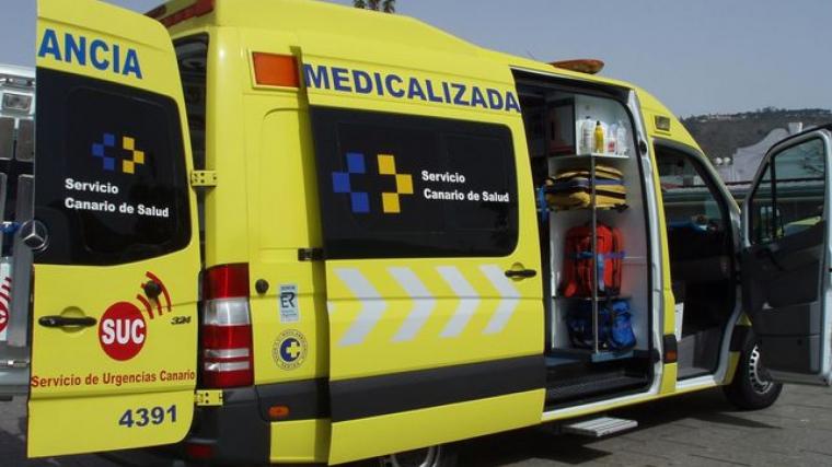 Resultado de imagen de Un motorista resulta herido tras chocar con las vías del tranvía en La Laguna
