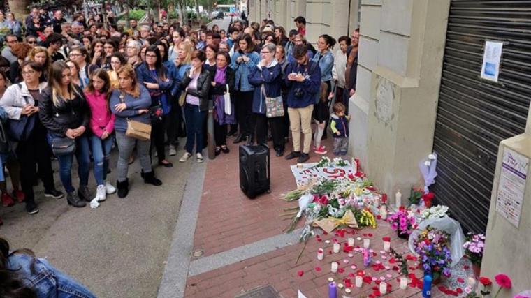 Unes 400 persones es manifesten en contra de l'homicidi d'una menor al barri de Sant Antoni de Barcelona