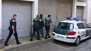 Agents de la Guardia Civil al punt de venda de droga