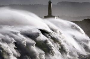 Al menos 3 muertos en un naufragio en la costa atlántica francesa, en el temporal de Miguel