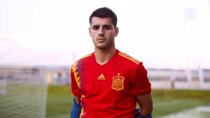 Álvaro Morata, amb la nova samarreta de la selecció espanyola.