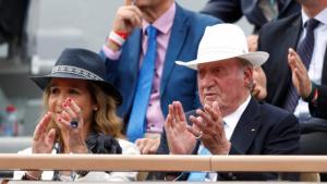Don Juan Carlos se protegió del sol en la final del Roland Garros