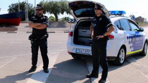 Dos agents de la Policia Local d'Altafulla, en una imatge d'arxiu.