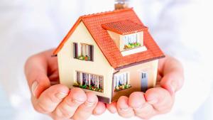 Durant aquests anys hi ha ahgut un fort augment de les llars amb persones de referència de 54 a 64 anys