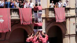 El 2d9f descarregat per la Colla Vella dels Xiquets de Valls, el primer gamma extra de la diada de Sant Joan a la plaça del Blat