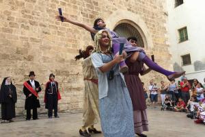 El ball de Vells de Valls és un dels balls parlats més característics del Camp de Tarragona que enfronta matrimonis desavinguts i autoritats