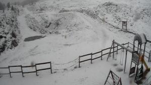 El parque infantil de Belagua- el Ferial ha vuelto a cubrirse de nieve un 5 de junio