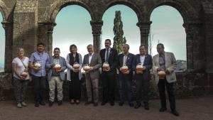 El president de la Diputació de Tarragona, Josep Poblet, acompanyat de diversos alcaldes de la baronia, van inaugurar l'arribada de l'aigua al castell.