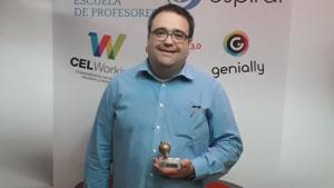 El professor de tecnologia del Jaume Huguet de Valls, amb el premi.
