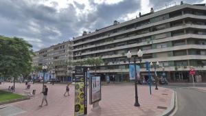 Els fets tenen lloc en un bloc de pisos situat a la rambla de Lluís Companys de Tarragona, al centre de la ciutat.