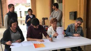 Els portaveus dels grups municipals han signat l'acord de govern a les portes de l'Ajuntament