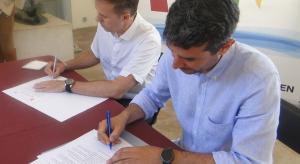 Galván i Martínez signant l'acord de govern.