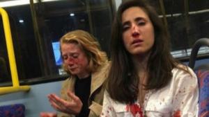 Imagen de las jóvenes tras ser agredidas por el grupo de hombres