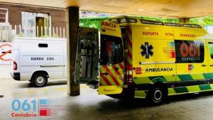 Imagen de una ambulancia del 061 cántabro