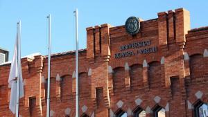 Imatge de la façana del rectorat de la URV.