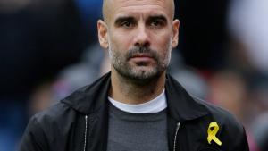 Imatge de Pep Guardiola portant el llaç groc